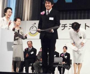 里川さん受賞の時、日本財団表彰式in松山・2010-11-25